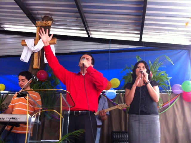 Rev. Dr. Romeo and the Ministry of Music Team lead the worshipers as their voices resounded a spirit of thanksgiving.